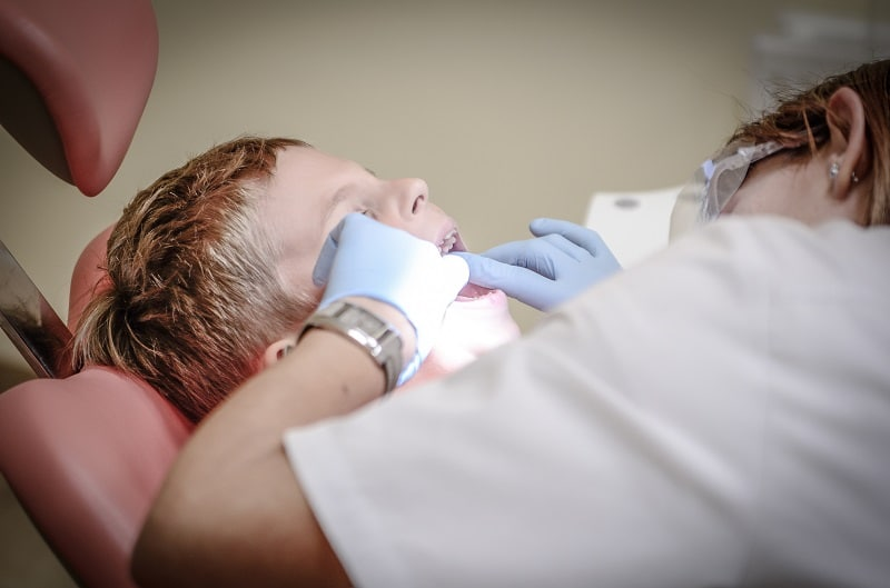 Verificare carie dentara copil